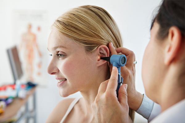 جراح و متخصص گوش، حلق و بینی